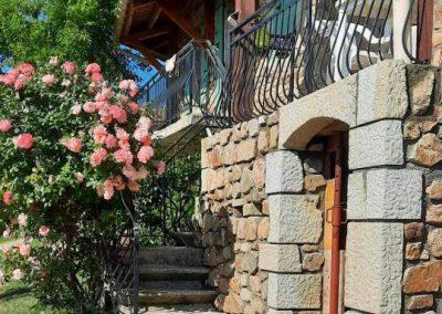 Habillage d'une terrasse en pierre